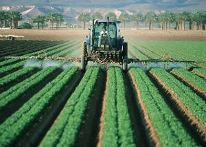 2018 07 pesticides farmer 880567 pixabay