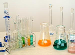 2018 07 pesticides laboratory 1009178 pixabay
